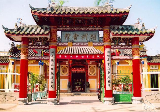 Viếng thăm các đền chùa trăm tuổi