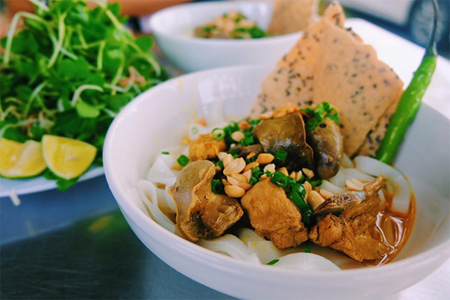 Thưởng thức ẩm thực đặc trưng Phố Cổ