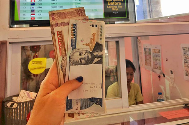 Chuẩn bị sim card và đổi tiền